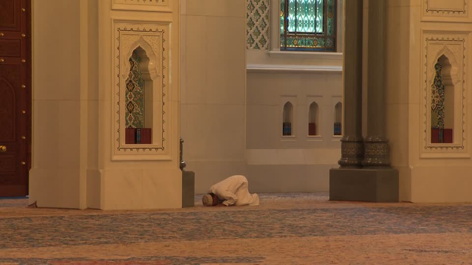 342531908-sultan-qaboos-grand-mosque-friday-mosque-prayer-position-bowing